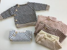 Bedst som sommeren er over os - Mormorfabrikken Knitting For Kids, Baby Knitting Patterns, Baby Patterns, Outfits With Hats, Kids Outfits, September Baby, Baby Boy Themes, Baby Pullover, Crochet Bebe
