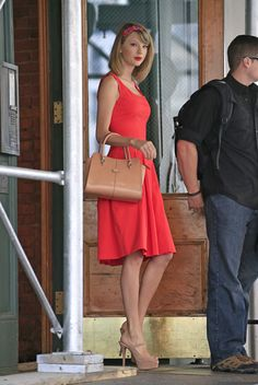 Taylor Swift – 2014-05-19 – leaving her apartment in New York City (no. 2051)