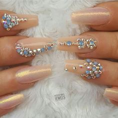 Best Fails Design With Rhinestones Bling Swarovski Crystals 44 Ideas Swarovski Nails, Crystal Nails, Rhinestone Nails, Bling Nails, Swarovski Crystals, Bling Bling, Beautiful Nail Designs, Cool Nail Designs, Fancy Nails