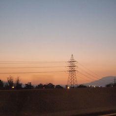 Saliendo de Santiago ✨ . . .  #sonwelitt #visualsoflife #vsco #exploretocreate #natureshots #chile_360 #agameoftones #beautifulplace #urbanromantix #urbanexploration #splendid_reflections #schön #photooftheday #livethelittlethings #sunset #lestgosomewhere #instagood #instagoodmyphoto #citylandscape #sunrays#heaven #artofvisuals #colorful #colornature #hallazgosemanal #fotografoschile #folkmagazine#rosphoto #rsa_nature#nature_brilliance