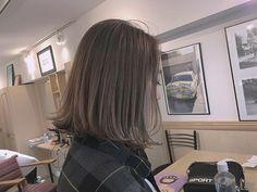 . お客様❤︎ ばっさり切りっぱなしボブに✂︎ . カラーは前回ブリーチしたところに クリーミーアッシュベージュをon♡ . . くすませすぎないのがポイント♡ . . #ヘアー #カラー #ボブ #スタイル #外国人風 #hair #style #color #instahair #bob #works #girl #street #cute #kawaii #people_aoyama ☞#mayakastyle ☜ ☞#mayacolor ☜ みてね