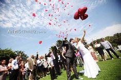 O casal da nossa história fez um ano de casados ontem. Isso mesmo, a Karine e o Marcello comemoraram suas primeiras bodas no dia 15/09/14. Que tal ver um pouco da história deles dois?