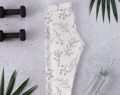 Stylish, durable, and a fun fashion staple. These polyester/spandex leggings are made of a comfortable microfiber yarn, and they'll never lose their stretch. #floral #pattern #leggings
