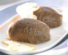 """Das Schokomousse Thermomix Rezept aus meinem Kochbuch """"Einfach lecker"""", dass ich mit Vorwerk zusammen gemacht habe. Grandios cremig, es gibt auch eine Variante mit leichtem Ingwergeschmack, falls ihr was Besonderes wollt. Das komplette Rezept gibt es hier: http://www.meinesvenja.de/2013/03/27/schokomousse-mit-ingwer/"""