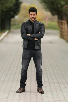 Turkish Actors, Man In Love, Facial Hair, Mammals, Sexy, Turkey, Beautiful, Tv, Style