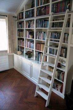 Mooie boekenkast met trap!