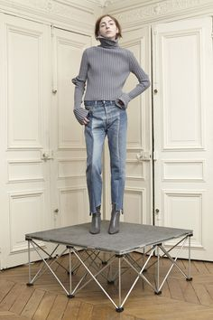 Secrets About Denim Jeans for Women Uncovered Denim Fashion, Runway Fashion, Fashion Show, Fashion Outfits, Womens Fashion, Fashion Design, Working Girl, Estilo Denim, Mode Jeans