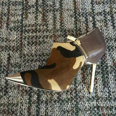 Michael Kors zady booties Michael Kors booties Genuine leather and real fur  golden hardware Sz 5.5 New in box Michael Kors Shoes Ankle Boots & Booties
