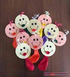 Toma nota de estas ideas para obsequiar pequeños detalles o souvenirs con dulces, globos o golosinas en fiestas infantiles. A los niños le... Baby Crafts, Diy Crafts For Kids, Balloon Crafts, Art Drawings For Kids, Child Day, Creative Crafts, Preschool Activities, Party Time, Balloons