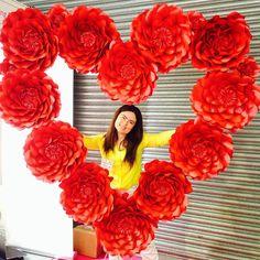 Giant paper heart ❤️❤️#paperfloralartistry #paperflowersuk #paperflowerslondon #ukpaperflowers #paperflowers #dubaiwedding #mydubai #redroses #oversizedpaperflowers #asianwedding #weddingideas