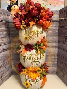 Thanksgiving Ideas, Thanksgiving Decorations, Holiday Decor, Pumpkin Topiary, Plastic Pumpkins, Pumpkin Centerpieces, Halloween Porch, Autumn Crafts, Topiaries
