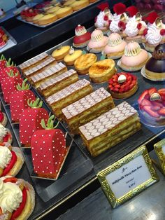 Skills Needed To Become A Patisserie Chef - Useful Articles French Desserts, Mini Desserts, Sweet Desserts, Christmas Desserts, Just Desserts, Delicious Desserts, Dessert Recipes, Fancy Cakes, Mini Cakes