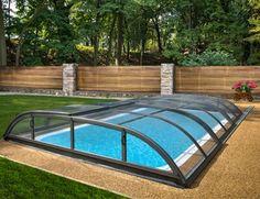 Abri piscine bas en modules relevables. Structure en aluminium