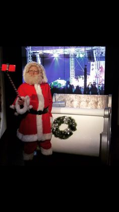 Why not bring your friends and family to Madame Tussauds London where you can pose for a selfie with Santa? Museums In Las Vegas, London In December, Wax Museum, Madame Tussauds, Santa, Things To Come, Poses, Selfie