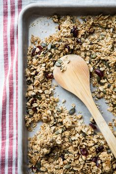 Healthy Breakfast: Illustration Description Pumpkin Seed, Sunflower Seed, and Quinoa Granola with Harvest Spices — this nut-free recipe is great for those looking to mix things up or with nut allergies, via Emily Caruso {Jelly Toast} Healthy Snacks, Healthy Eating, Healthy Recipes, Delicious Recipes, Road Trip Snacks, Popsugar Food, Nut Allergies, Gluten Free Breakfasts, Breakfast Recipes