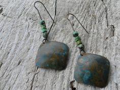 Orecchini in rame Patina blu Pietre di turchese e di HandAndBeads, €15.00