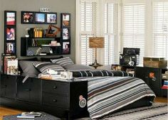 Matching-Black-Varnished-Furniture-in-Grey-Bedroom-Wall