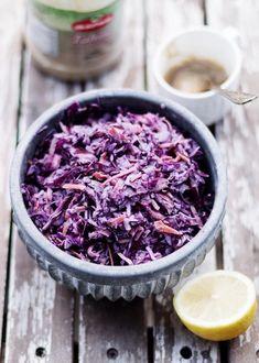 Surówki obiadowe - przepisy na surówki - blog kulinarny - codojedzenia.pl Tahini, Granola, Acai Bowl, Cabbage, Salad, Coleslaw, Vegetables, Breakfast, Food