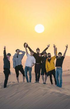 EXO the Kings un Dubai doing history 💜💜 Baekhyun Chanyeol, Exo Chen, Exo Kai, Park Chanyeol, Kpop Exo, Taemin, Luhan And Kris, Exo Album, Exo Cbx Album