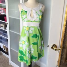 Lily Pulitzer floral dress Beautiful LP light green floral dress. Work only a handful of times and now it needs a new home! Fully lined. Lilly Pulitzer Dresses