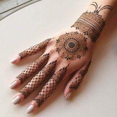 Amidst all the regular mehndi patterns, millennial brides & bridesmaids have forever been crushing over the bangle mehndi designs. Modern Mehndi Designs, Wedding Mehndi Designs, Mehndi Design Pictures, Beautiful Mehndi Design, Wedding Henna, Mehndi Images, Indian Henna Designs, Bridal Henna, Finger Henna Designs