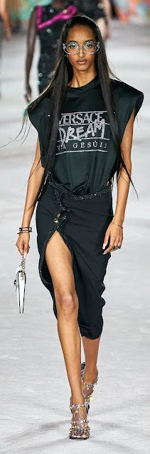 VERSACE Spring 2022 Ready-To-Wear