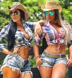 Hot Country Girls, Country Women, Country Life, Sexy Cowgirl, Vaquera Sexy, Sexy Women, Redneck Girl, Crop Top Bikini, Cowgirl Outfits
