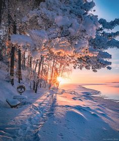 Hyvää alkavaa viikkoa,näyttäs aurinkoiset kelit jatkuvan :) Examples Of Art, Art Nouveau Architecture, Finland, Mountains, City, Artist, Travel, Outdoor, Instagram