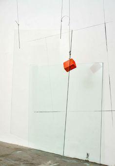 """Nesta segunda exposição de José Bechara no Instituto Tomie Ohtake, o artista apresenta trabalhos inéditos na mostra """"Repertório para aproximação de suspensos - José Bechara"""". A exposição fica em cartaz até o dia 22 de setembro, com entrada gratuita. Com uma nova série de trabalhos de grande formato, construídos em vidros planos, a pintura confunde-se...<br /><a class=""""more-link""""…"""