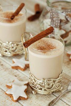Chai latte with cinnamon- Chai-Latte mit Zimt Chai latte with cinnamon – smarter – time: 10 min. Winter Desserts, Mini Desserts, Winter Drinks, Winter Food, Healthy Starbucks Drinks, Yummy Drinks, Cinnamon Drink, Cinnamon Desserts, Vegetable Drinks