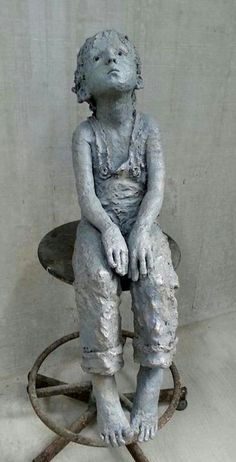 sculpture by Jurga Martin - de ser lidt triste ud Sculptures Céramiques, Art Sculpture, Pottery Sculpture, Ceramic Figures, Ceramic Art, Art Bizarre, Art Plastique, Clay Art, Oeuvre D'art