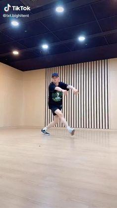 V Bts Cute, Funny Kpop Memes, Tik Tok, Bts Korea, Random, Chen, Kdrama, Dance, Guys