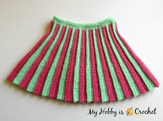 Easy free crochet pattern for a cute pleated mini skirt for little girls with an elasticized waist, very practical to take on/off. Skirt Pattern Free, Crochet Baby Dress Pattern, Knit Baby Dress, Baby Dress Patterns, Crochet Patterns, Crochet Girls, Newborn Crochet, Crochet For Kids, Free Crochet