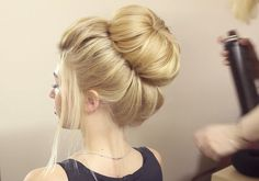 10 easy wedding hairstyles for every type of bride Simple Wedding Hairstyles, Chic Hairstyles, Bride Hairstyles, Hairstyles 2018, Latest Hairstyles, Hairstyle Ideas, Wedding Hair Side, Curly Wedding Hair, Bridal Hair