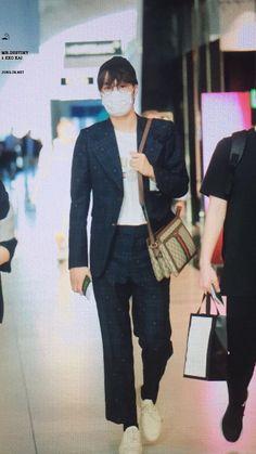Suho Exo, Exo K, Mr Destiny, Exo Group, Airport Style, Airport Fashion, Cute Bears, Chanbaek, Rapper