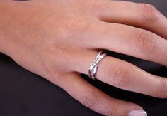 Uno dei nostri anelli più venduti, indossato da una fortunata cliente, che ha deciso di condividerlo con noi!    Scopritelo sul nostro sito 21diamonds.it