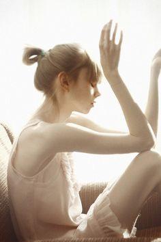 美肌のためには、22時~2時の睡眠が重要だといわれています。朝活で早起きする分、寝る時間を繰り上げれば、有効に肌のターンオーバーが促せます。