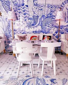 Obsessed with the decor at @bazaarmiami. Straight up @accidentallywesanderson #LifeAquatic amiright?