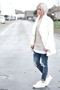 Turn it inside out // Beige knitwear // Mango, white coat, wool, big knit, beige, jbc, primark, boyfriend jeans, ripped jeans, reebok classic sneakers white, ootd, belgian fashion blogger, mode blogger belgie
