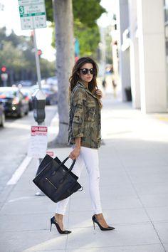 camo jacket, white skinny jeans and black heels Fashion Photo, Girl Fashion, Womens Fashion, Style Fashion, Fashion Trends, Hello Fashion Blog, Brooklyn Blonde, White Skinnies, White Jeans