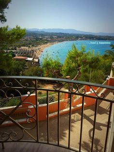 View of Tsilivi beach - Zakynthos, Greece! Read my guide about the best beaches in Zakynthso!