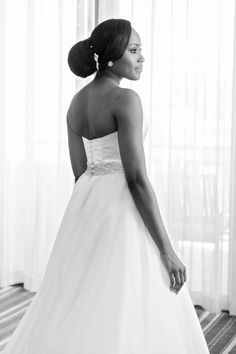 Caroline Castigliano wedding gown | Aisle Perfect | http://aisleperfect.com/2015/09/luxe-cape-town-wedding-at-val-de-vie-estate.html #wedding #gown #bride #bridal
