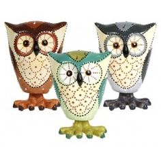 I have this one it bobbles! love it. It makes me smile!