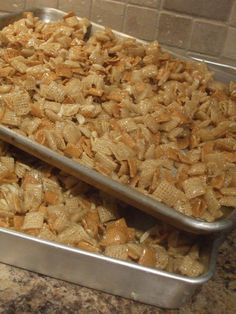 Christmas Crack - Another chex mix recipe . I'm going to chex mix out my family this year with Traditional Chex Mix, Christmas Fiber Chrunch, and now Christmas Crack! Christmas Crack, Christmas Baking, Simple Christmas, Christmas Mix, Christmas Candy, Christmas Goodies, Holiday Baking, Christmas Chocolates, Christmas Treats For Gifts