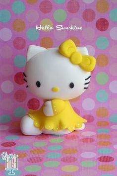 Adorable! Hello #Kitty #Cake Topper looking so sweet! We love and had to share! Great #CakeDecorating! from Sugar High, Inc.