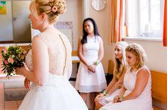 Nicole & Daniel / Nicole & Daniel / Wedding / Hochzeit / Keidenzeller Hof / Liebe / Margit Hofmann Fotografie / Bridesmaids / Brautjunger / Hochzeitskleid / Wedding Dress