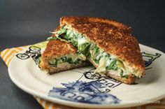 Spinach Artichoke Grilled Cheese, under 300 calories and only 7 weight watchers points plus. I love my grilled cheese! Think Food, Food For Thought, Love Food, Healthy Snacks, Healthy Eating, Healthy Recipes, Healthy Breakfasts, Comidas Lights, Snacks Für Party