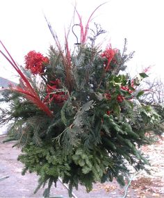 Custom made Kissing ball Christmas Lights, Christmas Fun, Christmas Wreaths, Rainbow Fish Template, Kissing Ball, How To Dress A Bed, All Holidays, Garlands, Decoration