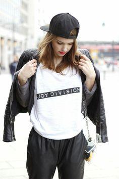 joydivision-goldshnee-fashion-blogger-tshirt-street-style
