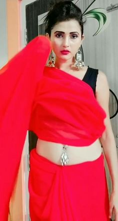 red saree belly Red Saree, India Beauty, Hottest Photos, Beauty Women, Desi, Models, Girls, Cute, Animals